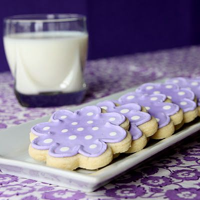 Cutout sugar cookies that hold their shape while baking, and icing recipe