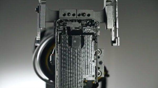 """iPhone riciclato con Robot """"spazzino"""" Apple Guarda il Video YouTube"""