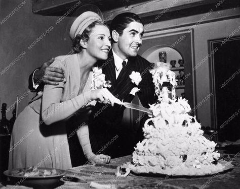 photo candid Tyrone Power new wife Annabella cut their Wedding Cake 3388-008