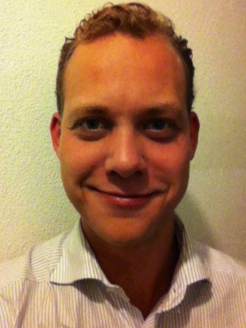 Jelle Joustra is auteur van het boek 'Koppelzones'. Jelle heeft als onderzoeker bij Transactieland.nl onderzoek gedaan naar het ontstaan van nieuwe, innovatieve samenwerkingsvormen tussen ondernemingen in de Nederlandse dance-industrie. Tevens is hij Business Analyst bij Monitor Deloitte. #jellejoustra #koppelzones #futurouitgevers