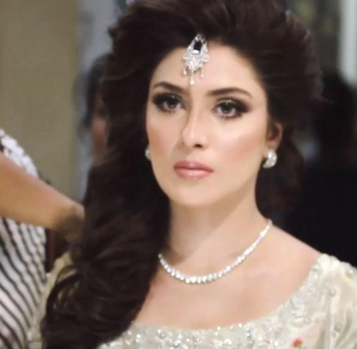Beautiful bridal look on Aizah Khan By Natasha Salon Karachi