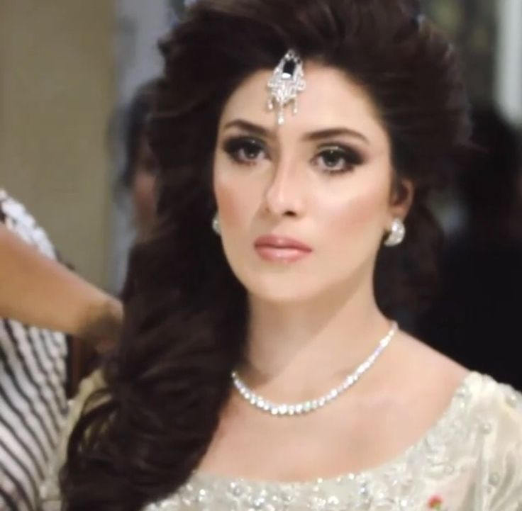 Beautiful bridal look on Aizah Khan By Natasha Salon Karachi