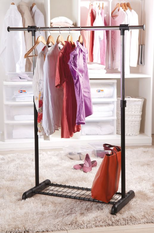 Es fascinante ver toda nuestra ropa organizada por color y tipo. ¡Si no lo has hecho, anímate! #Organización #Estilo #YoAmoMiCasa