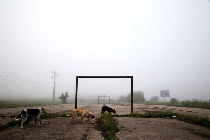 世界のゴールポストをまとめた記事。おもろい!2014 World Cup: Goalposts around the world - Photos - The Big Picture - Boston.com