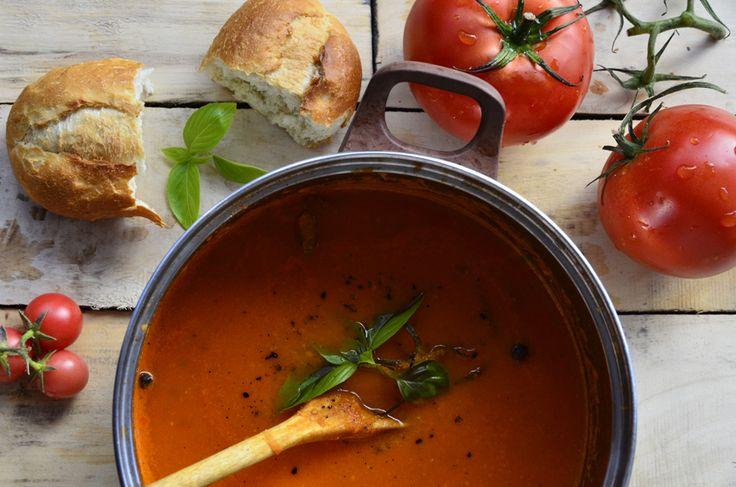 Pikantny krem z pomidorów z bazylią i grzankami