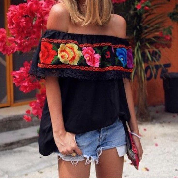 Prenda típico mexicano con shorts corto - look étnico con estilo
