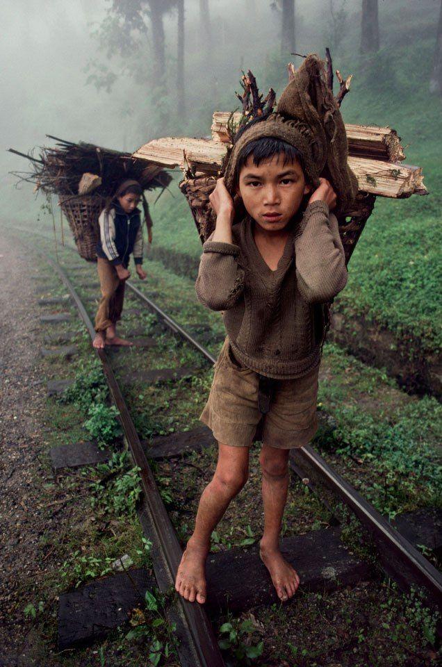 Trabalho infantil em Bangladesh.    Fotografia: Steve McCurry.