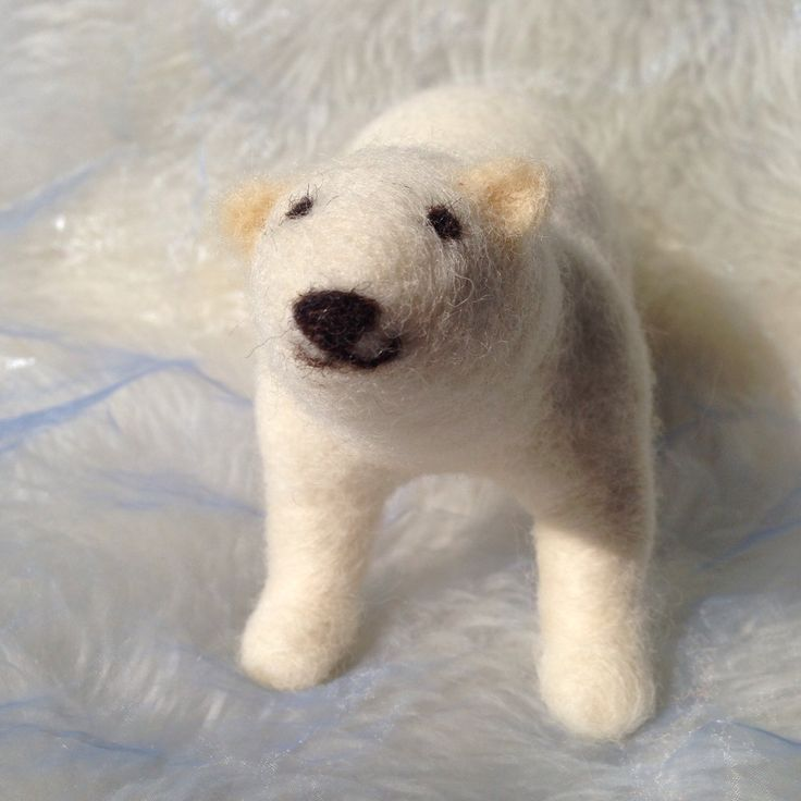 Needlefelted charming polarbear by SoriaMoriaWool on Etsy, kr400.00