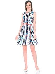 Платье Magic Style  Платье из хлопка с цветочным принтом. Складки-вытачки по талии расклешенная юбка скроют недостатки фигуры и подчеркнут достоинтва. Контрастный ремешок подчеркнёт талию. Сзади застёгивается на молнию.. Платье Magic Style промокоды купоны акции.