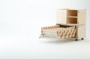 Tavolo dal disegno giapponese, progetto di Nobuhiro Teshima.Lineare, pratico e di design, il tavolo estraibile è un interessante esempio di progettazione giapponese  Si tratta di un tavolo pieghevole che può raggiungere una notevole lunghezza da aperto e che, racchiuso all'interno di un mobiletto di ridottissime dimensioni.