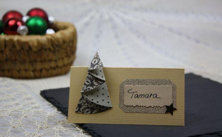 Wie man edle und stilvolle Tischkarten selber basteln kann, zeigt Dir DeinDIY in dieser Anleitung zu Tischkarten für Weihnachten. Jetzt nachbasteln!