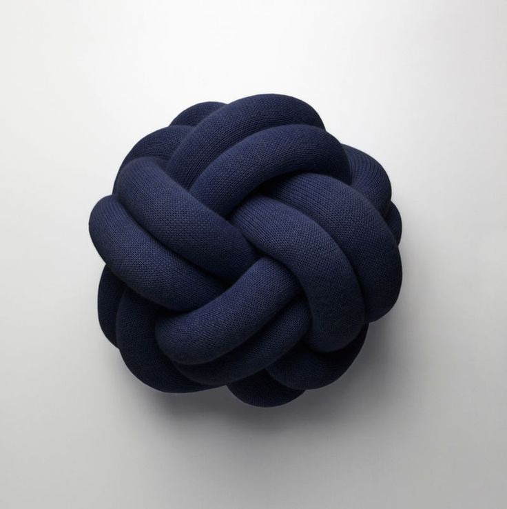 Poduszka Knot Cushion, Design House Stockholm, fot. mat. prasowe