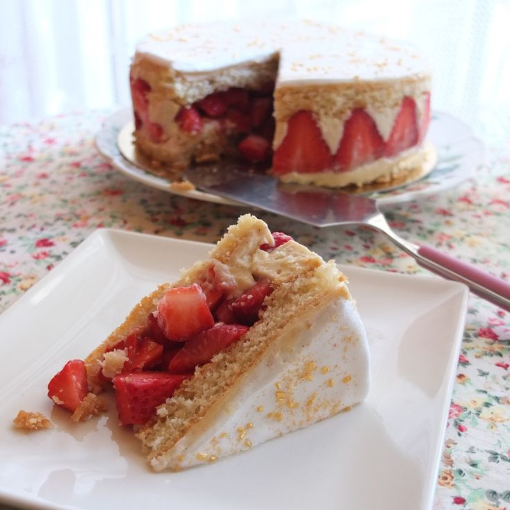 Healthier Fraisier (strawberry cake) - lili's cakes