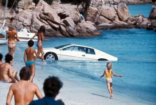 Bond surfacing in his white Lotus Esprit in 'The Spy Who Loved Me' #007 #jamesbond #lotusesprit