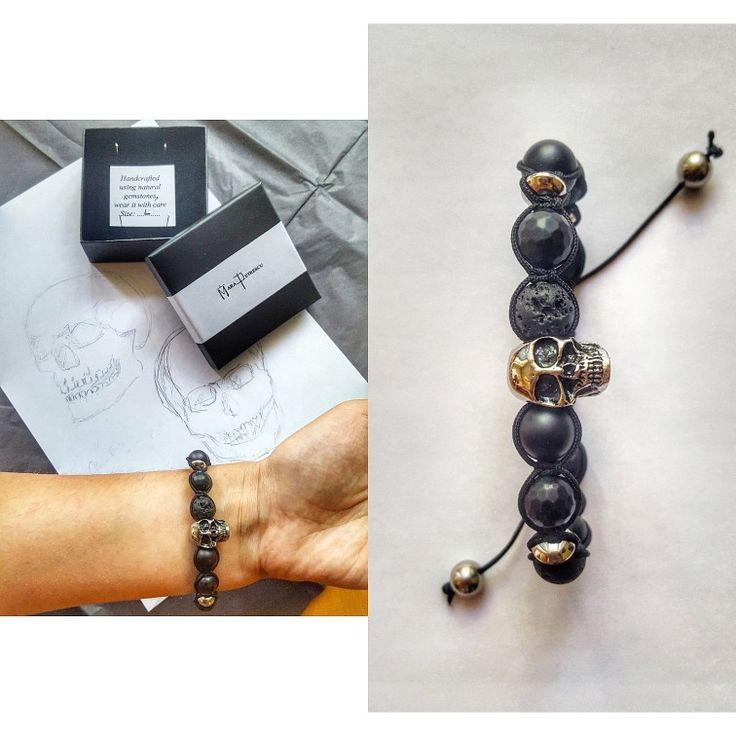 Black macrame bracelet with natural gemstones and stainless steel skull. 💀