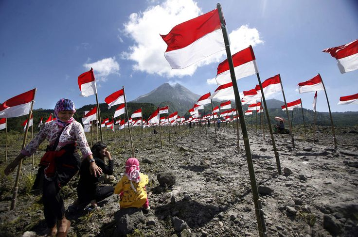 Residents walk through hundreds of Indonesian national flags as they celebrate 69th Indonesia Independence day near Mount Merapi at Cangkringan village, Indonesia, August 17, 2014. Indonesia gained independence from the Netherlands in 1945. In 2005, the Netherlands declared that they had decided to accept August 17, 1945 as Indonesia's independence date. (EPA/BIMO SATRIO)