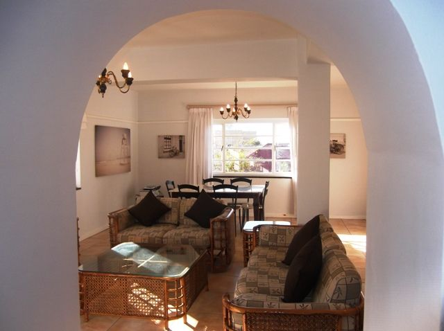 Two bedroom newly renovated flat in Rondebosch. #selfcatering #CapeTownAccommodation