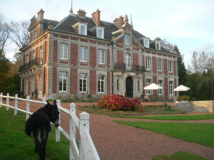Château de Vadancourt - east of Amiens, north of Compiegne; 89 € to 109 €