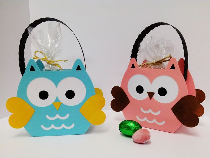 Little Owl gift bags filled with chocolate eggs, made by Ghislaine, using Cricut Explore - Valentine Bag project