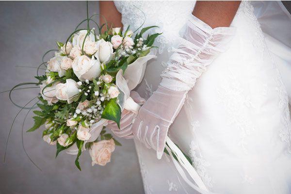 Guanti da sposa per i matrimoni invernali: classe ed eleganza al tuo look!