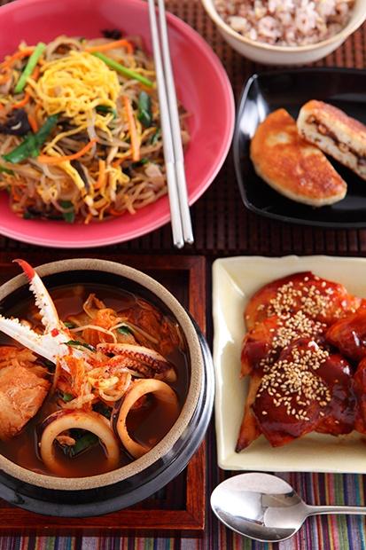 「韓国オモニの味」 ヤンニョムチキン 海鮮チゲ/雑穀ごはん チャプチェ ホットック