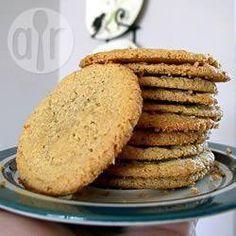 Cookies de pasta de amendoim - sem glúten @ allrecipes.com.br - Uma receita de cookies sem glúten!. Eles são deliciosos! A noz pecã fica muito boa nessa receita, mas você também pode usar amendoim ou qualquer outro tipo de noz.