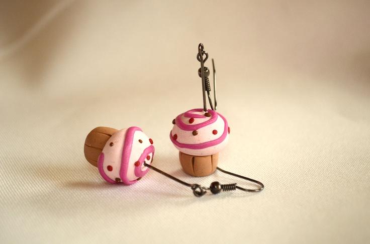 Aros cupcakes con espiral y pelotitas gancho fantasia $3000  #earring #aros #cupcakes #pasteles #jewerly #accesorio