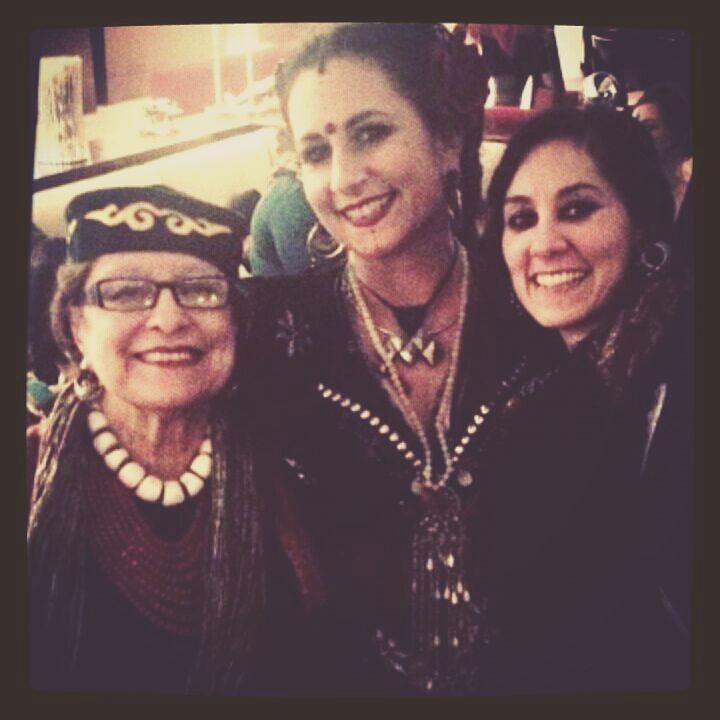 Historia del estilo de Danza Tribal en una foto ..... Maestras de maestras y así van.❤❤  Aquí faltan otras grandes personitas ¿que opinan? .    @Regrann from @fleeting_glimpse_ -  Love 'em all  The history of tribal style    #mashaarcher #carolenanericciobohlman #rachelbrice #tribalfusionbellydance #americantribalstyle #tribalstyle #dance #history #love #tribe #tribal #bellydance #cult #sisterhood #tribute #thankyou #namaste #dancing #puja - #regrann