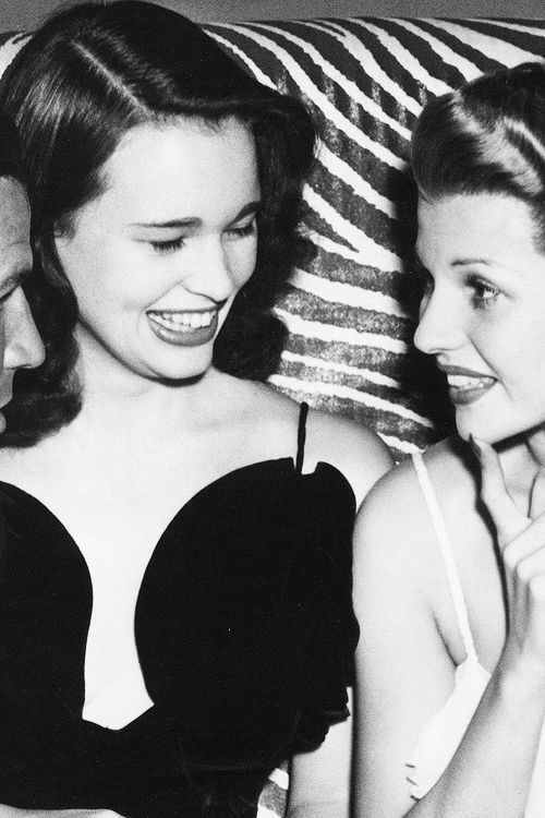 Gloria Vanderbilt and Rita Hayworth, 1941.