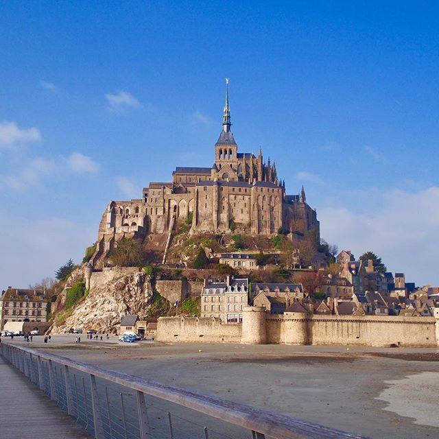 Instagram【aiii241】さんの写真をピンしています。 《2016.02.09-11 フランス🇫🇷パリ . パリに着いて甘いものしか食べてない😅 . 美味しいけどもういい〜〜😣 塩分求めにスーパー行ってもチョコしか売ってない(笑) パリの人はすごいね😣(笑) . . モンサンミッシェル海の上にぽつんと立ってて すっごく綺麗だった😭💞💓💗 . 夜もまた違って綺麗! ハウルの城みたいだった🌝☁️ . #ヨーロッパ#フランス#パリ#paris #ラデュレ#アンジェリーナ#マカロン#モンブラン #チョコレート#モンサンミッシェル#ハウルの城 #夜景#景色#ラメールプラール#オムレツ #日本のオムレツのが絶対美味しい #ヤギのチーズ食べた #色々口に合わなさすぎてびっくり #栄養足りない#ドイツに期待#😅#🙏》