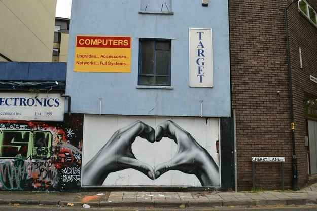 The uplifting mural. | The 20 Happiest Moments In Graffiti History