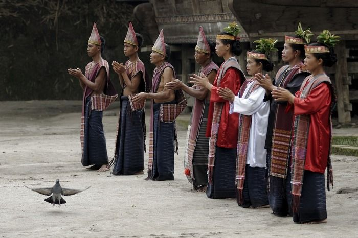 Best Culture category Watching a traditional dance at Huta Bolon Museum, Simanindo. (photo by Hasan Tribuana)
