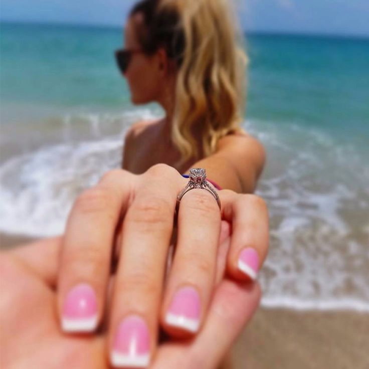 Were Engaged! Make sure to share your special moment on social media with some style! See some ideas here: http://www.weddingchicks.com/modul/trending-586-458026-ring-selfie-ideas-l-28-l-22.html?utm_source=Traffic&utm_medium=Medium&utm_campaign=Davina%2Ffreeprintalbes%2Ftrending%2F826