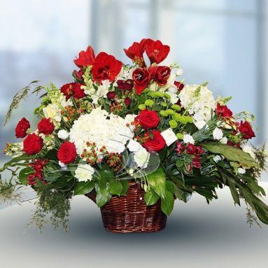 Цветочная корзина с живыми цветами от Цветочной Студии АГАВА)