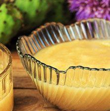 Μια απαλή κρέμα που μοιάζει πολύ με μουσταλευριά αλλά γίνεται με χυμό από κατακόκκινα ώριμα φραγκόσυκα. Δοκιμάστε την οπωσδήποτε!