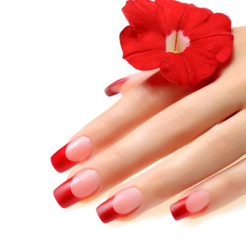 Manichiura french in nuante puternice de rosu (red french manicure)