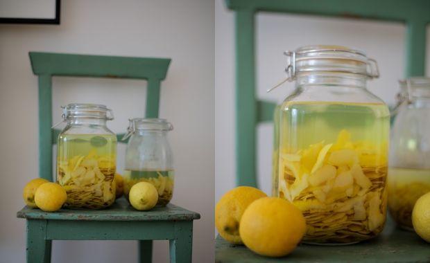 Det här är må ta sin tid, men lita på mig att det är värt det Bakgrunden till varför jag spenderat större delen av dagen tvättandes och skalandes låda efter låda med citroner går att spåra i mina k…