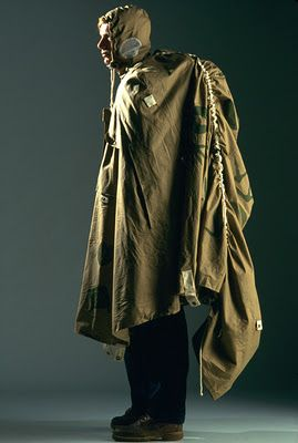 LUCY ORTA reminds me of the zeltung - a wearable outer coat that transformed into a small field tent for German paratroop regiments during WW2
