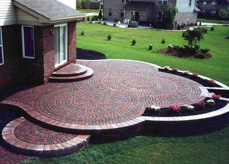 Love the planters!  And looking for a circular brick pattern like this!