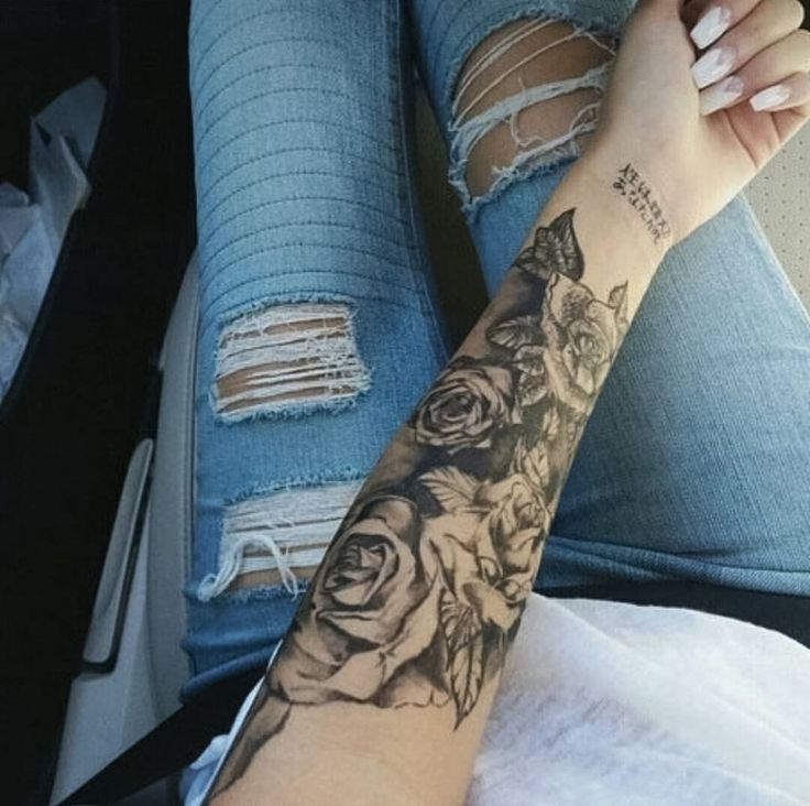die besten 25 rose arm tattoos ideen auf pinterest rose. Black Bedroom Furniture Sets. Home Design Ideas