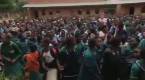 Waarom gaan meisjes in Malawi naar aparte middelbare scholen? - Willem Wever - NCRV