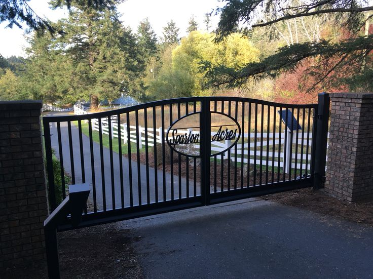 The 25 best aluminum gates ideas on pinterest modern for Aluminum gates for driveways