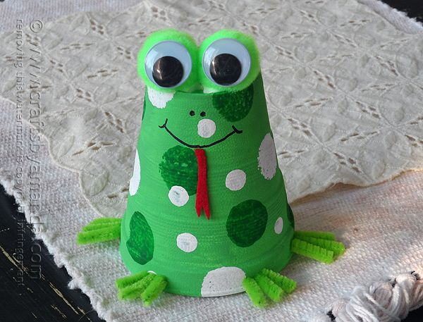 This frog craft is perfect for our upcoming frog unit! Just need to get some foam cups!