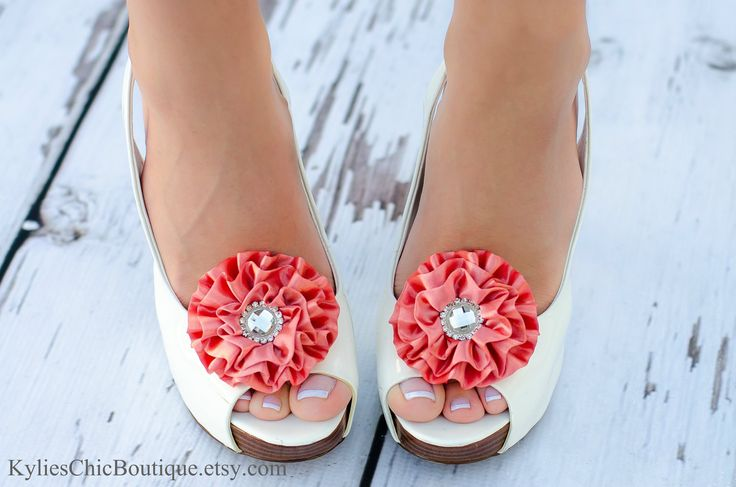 Gorgeous shoe clips in all kinds of colors // Found @KyliesChicBoutique on Etsy