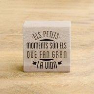 """Segell """"Els petits moments són els que fan gran la vida"""""""