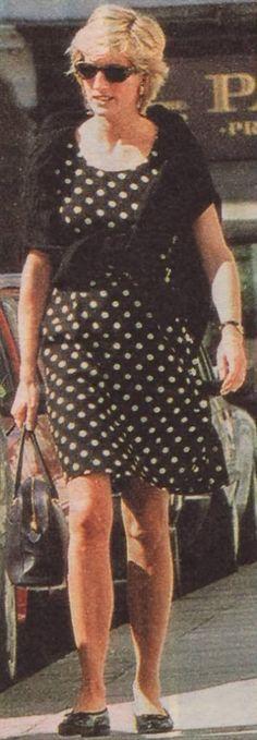 Update: April 27, 1996: Princess Diana visits her friend Susie Kassem, Fulham Road. Princess Diana ~ she loved polka dots.