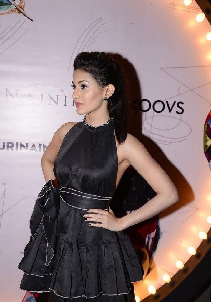 Amyra-Dastur-bollywood-heroine https://ladyindia.com/blogs/news
