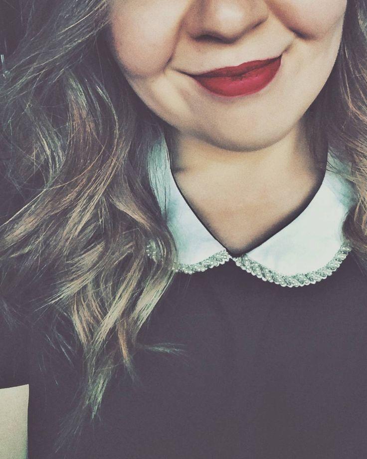 Red lipstick & Peter Pan collars <3