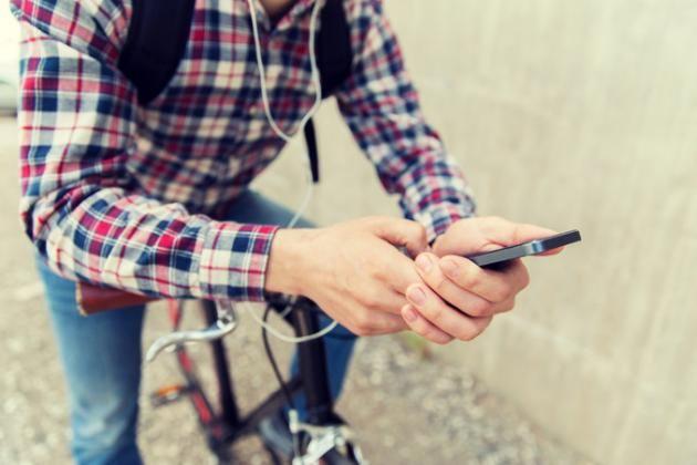 Come scaricare e installare WhatsApp su smartphone, e PC WhatsApp è la ben nota applicazione di messaggistica, da tempo sotto il controllo di Facebook, che ha mandato in pensione i vecchi SMS: ormai, all'acquisto di ogni nuovo smartphone, segue sempre la d #whatsapp #apps #tutorial