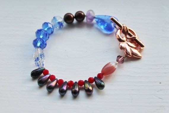 Bracelet with glas swarowski and red by Lisbethstafnedesigns